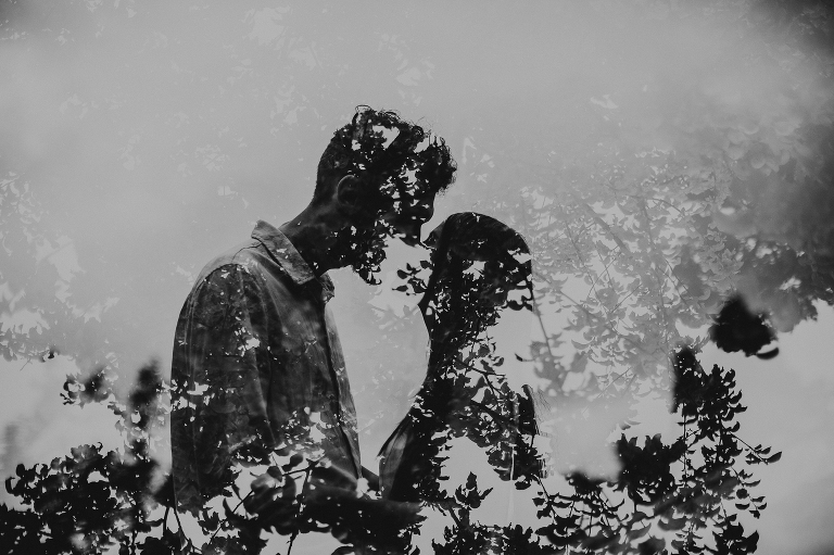 Kiss in the leaves